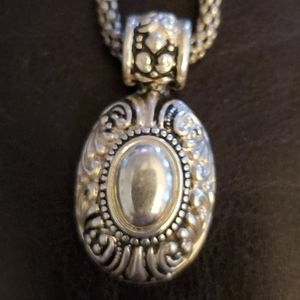 Jewelry - Pretty silver pendant snake chain necklace